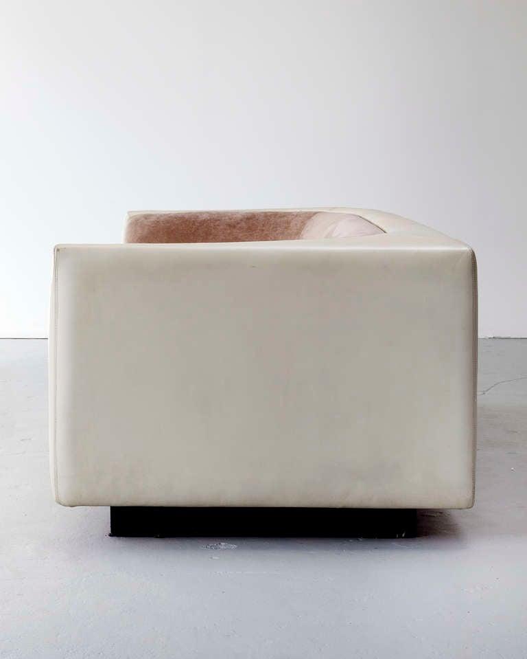 Sofa by Jorge Zalszupin 4