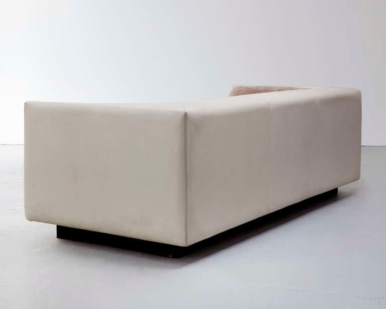 Sofa by Jorge Zalszupin 5