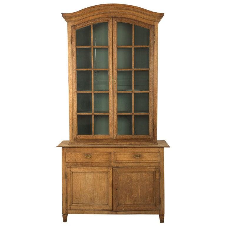 antique oak vitrine at 1stdibs. Black Bedroom Furniture Sets. Home Design Ideas