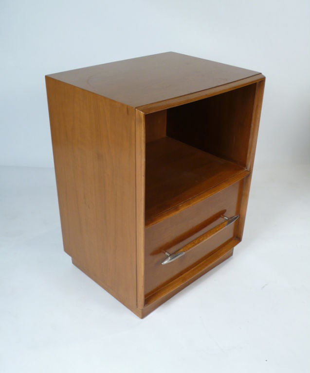 Widdicomb Nightstands Designed by T.H. Robsjohn-Gibbings for Widdicomb In Excellent Condition For Sale In Dallas, TX