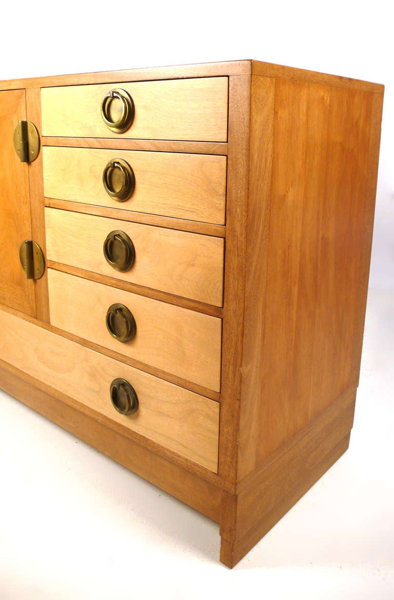 Mid-20th Century Edward Wormley for Dunbar Credenza/Server For Sale