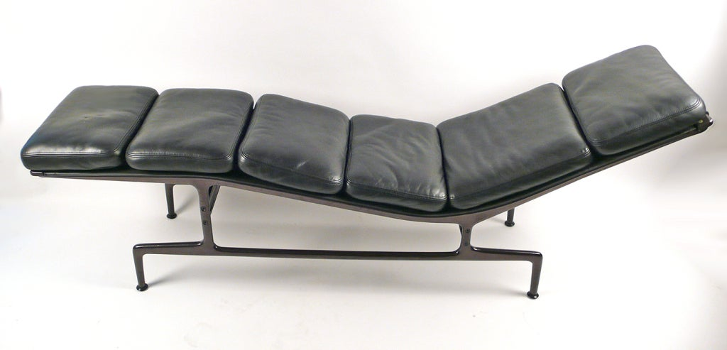 Charles eames chaise lounge at 1stdibs for Chaise charles eames tissu