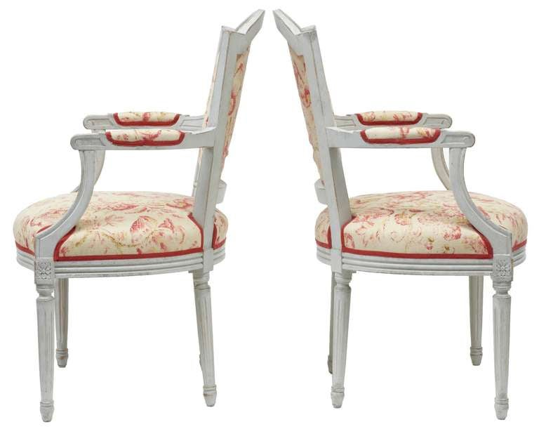 Pair of Painted 19th Century Swedish Shield Back Armchairs In Excellent Condition For Sale In Debenham, Suffolk