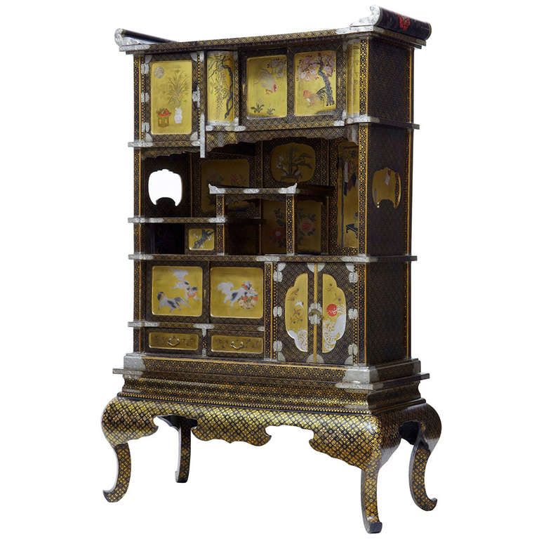 19th Century Japanese Black And Gold Lacquered Display Cabinet For Sale