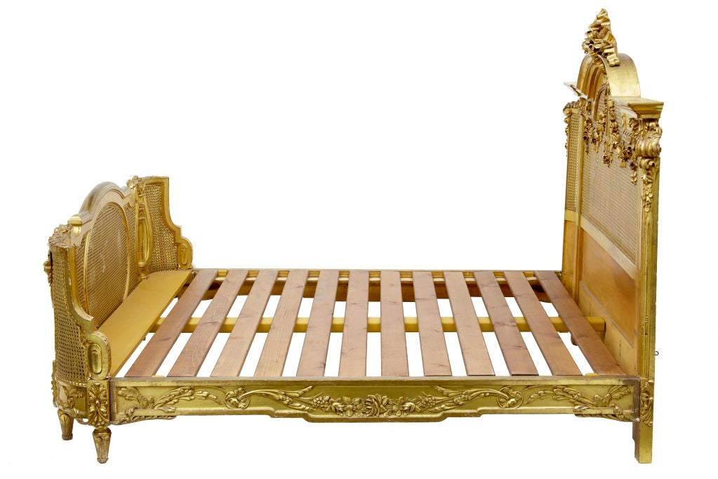 19TH CENTURY CARVED WOOD AND GILT FRENCH KINGSIZE BED 2