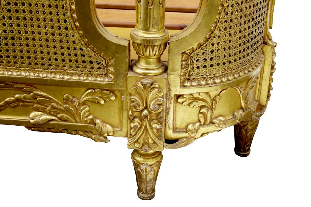 19TH CENTURY CARVED WOOD AND GILT FRENCH KINGSIZE BED 6