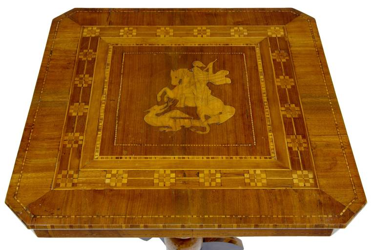 Beautifully inlaid Italian Sorrento table in walnut and olive, circa 1880. 
