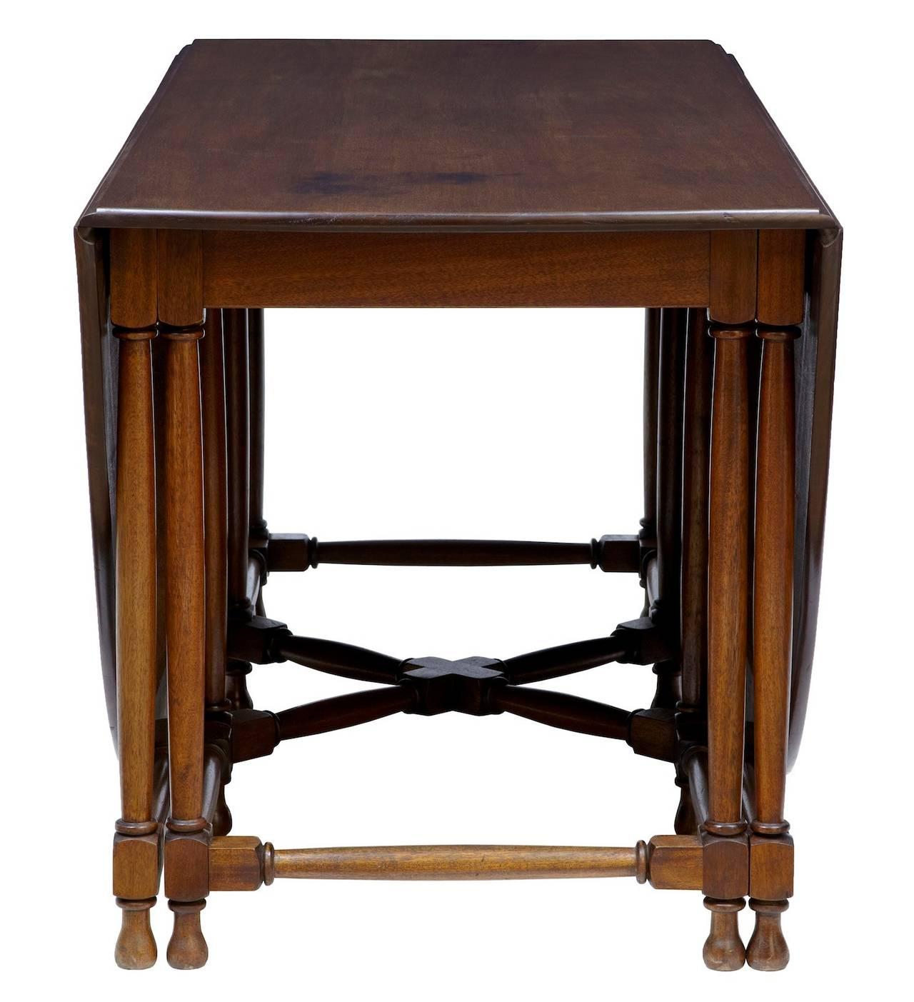 Large 1920 39 s mahogany gateleg dining table at 1stdibs for Gateleg dining table