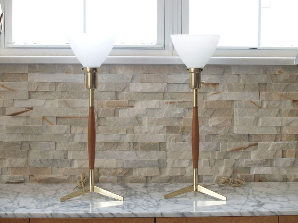 pair of two mid century brass and wood tripod table lamps for sale at 1stdibs. Black Bedroom Furniture Sets. Home Design Ideas