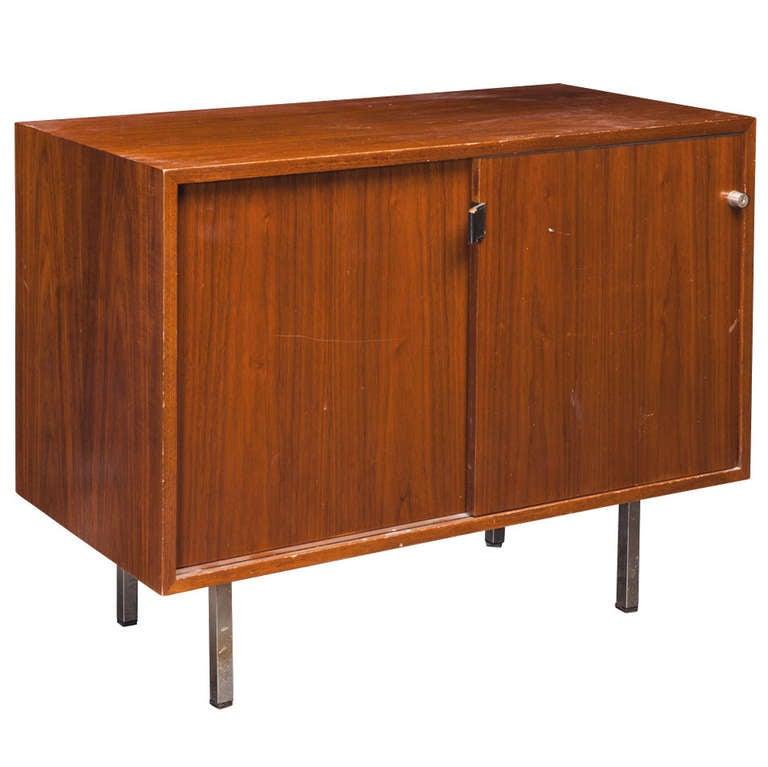 florence knoll walnut credenza at 1stdibs. Black Bedroom Furniture Sets. Home Design Ideas