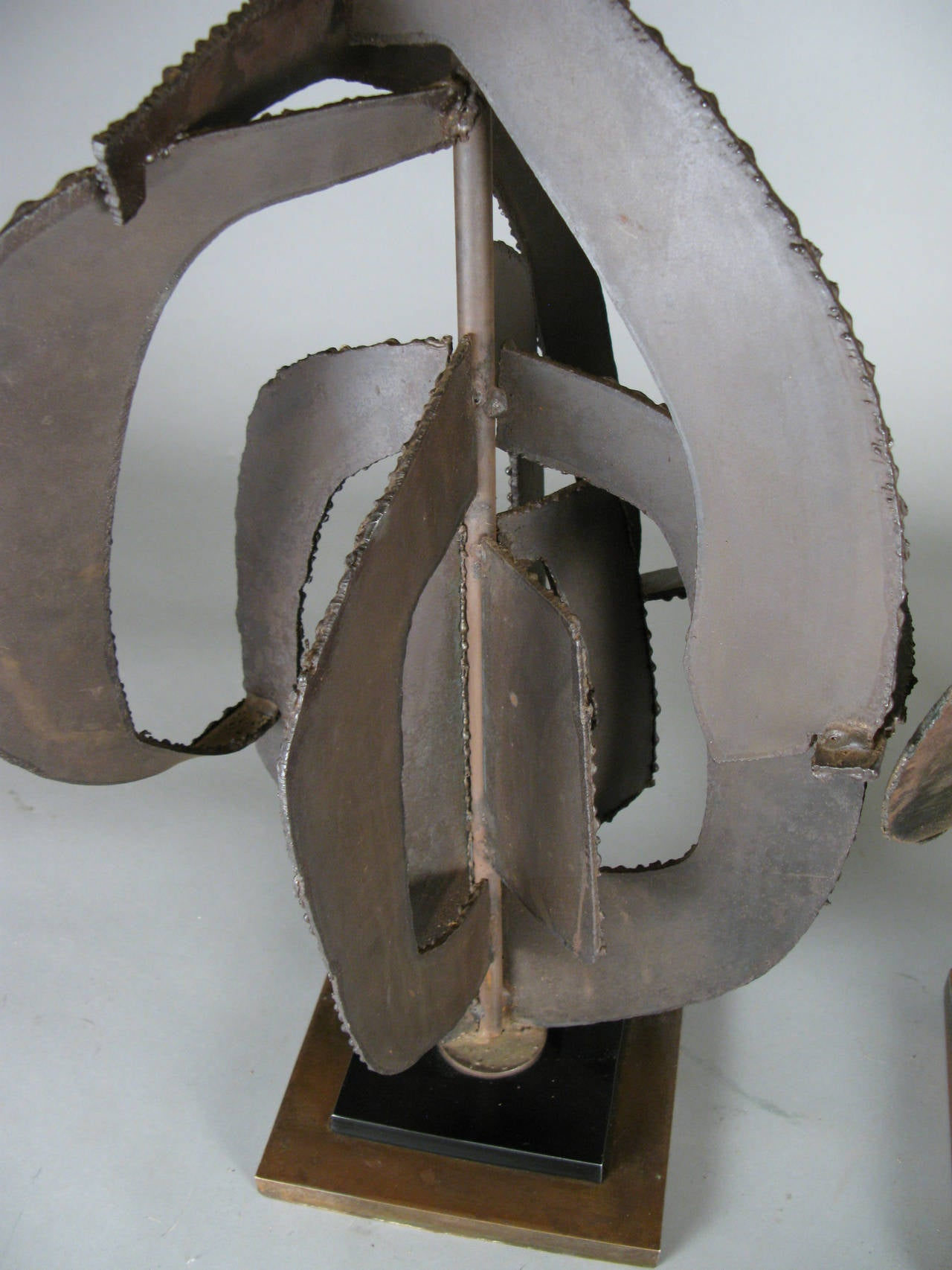 American Pair of 1960s Sculptural Iron Lamps by Harry Balmer For Sale