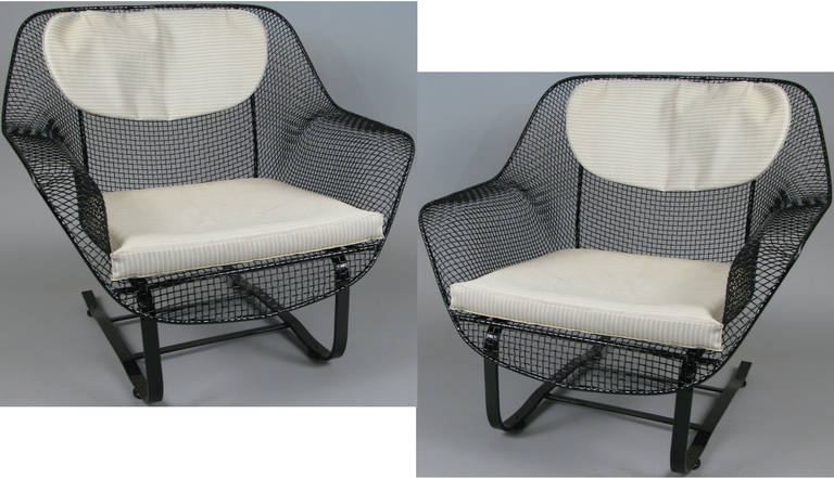 A pair of classic vintage 1950s 'Sculptura' garden lounge chairs by Russell Woodard. The most comfortable and desirable of Russell Woodard's iconic 'Sculptura' collection, the spring lounge chair is formed entirely of woven steel mesh, mounted on a