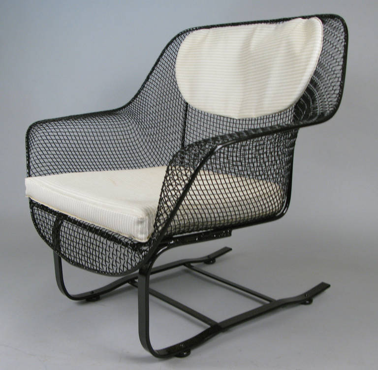 Pair of Classic Sculptura Garden Lounge Chairs by Russell Woodard In Excellent Condition For Sale In Hudson, NY