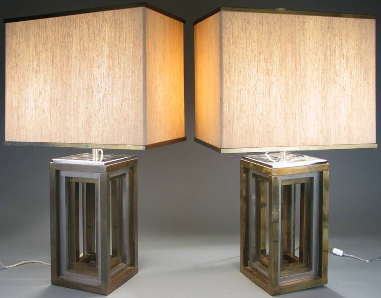 An unusually formed pair of mid-1970s Italian Pavilion lamps fashioned from silvered metal, supporting an internal brass frame. By Romeo Rega.  A beautiful pair of modern 1970s Italian table lamps by Romeo Rega, with bases of graduated open cubes