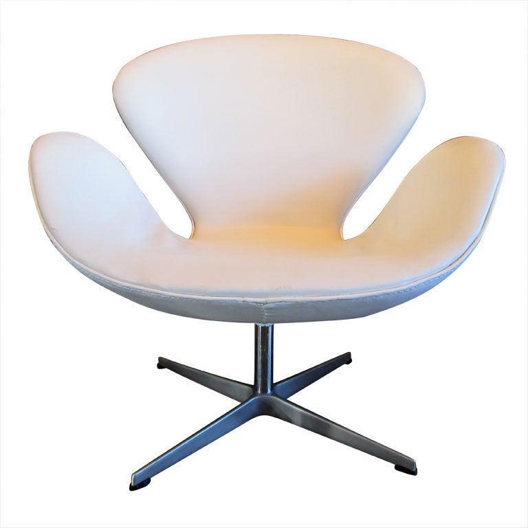 White Vinyl Swan Chair By Arne Jacobsen At 1stdibs