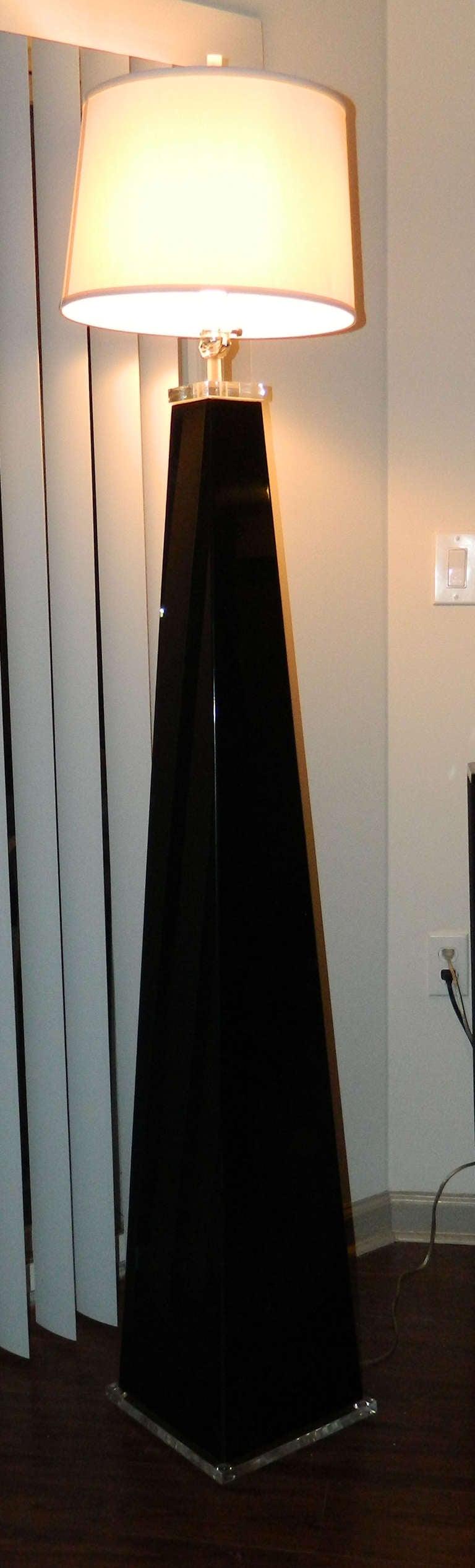 20th Century Italian Lucite Floor Lamp For Sale