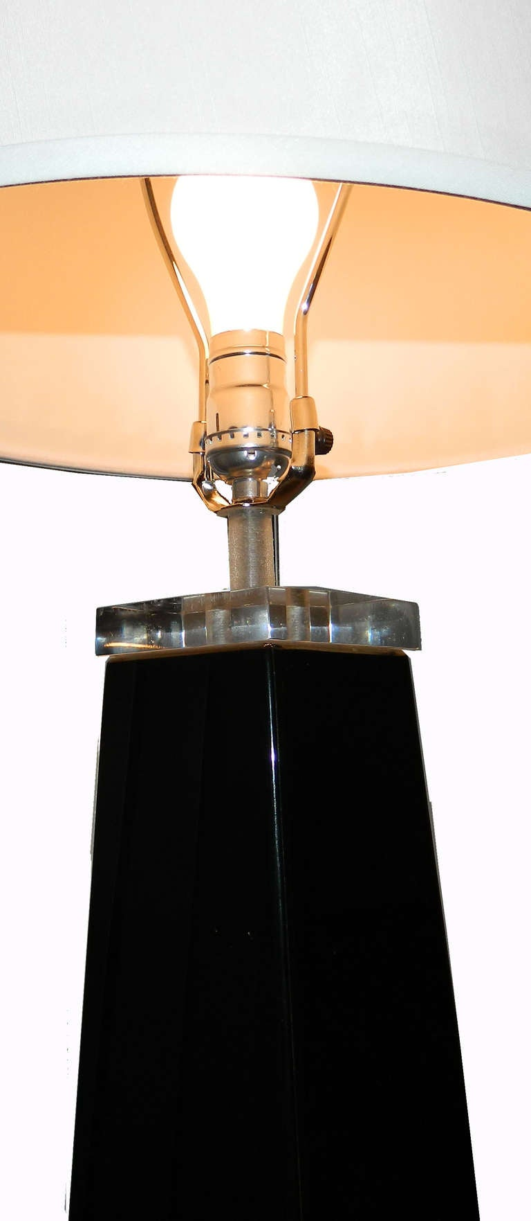 Clear and black Lucite pyramidal floor lamp with clear lucite finial.1 bulb. Measurements: Base : 11