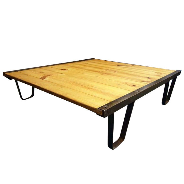 Industrial 39 Railroad Pallet 39 Coffee Table At 1stdibs