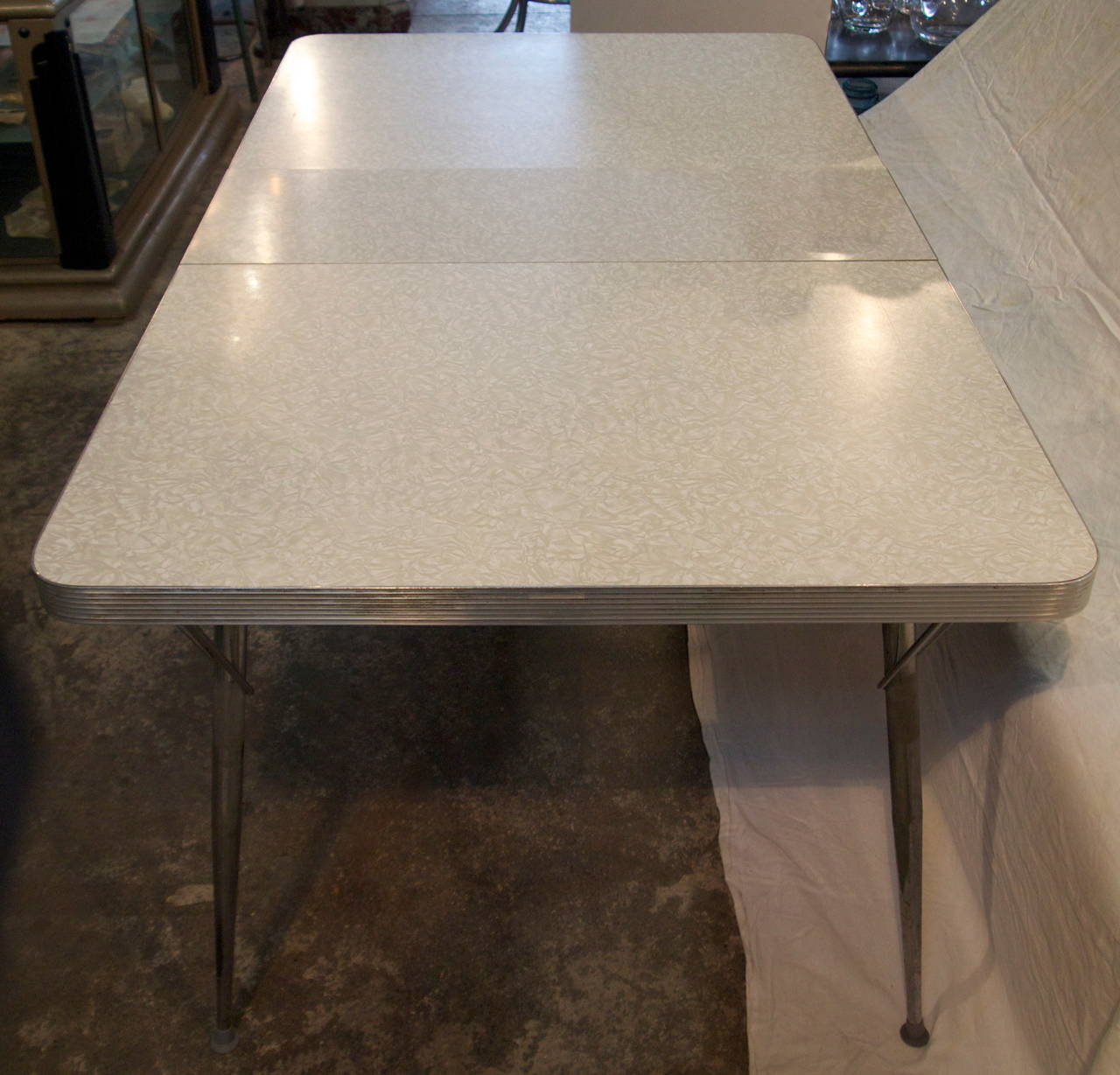 Mid century formica top kitchen table for sale at 1stdibs for Table formica