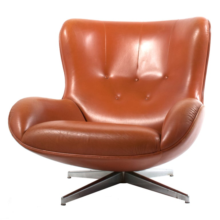 Leather swivel chair at 1stdibs for Swivel club chair leather