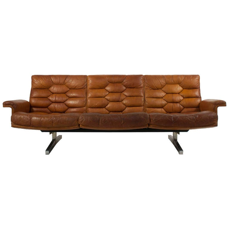 Mid century leather sofa at 1stdibs for Mid century modern leather sofa