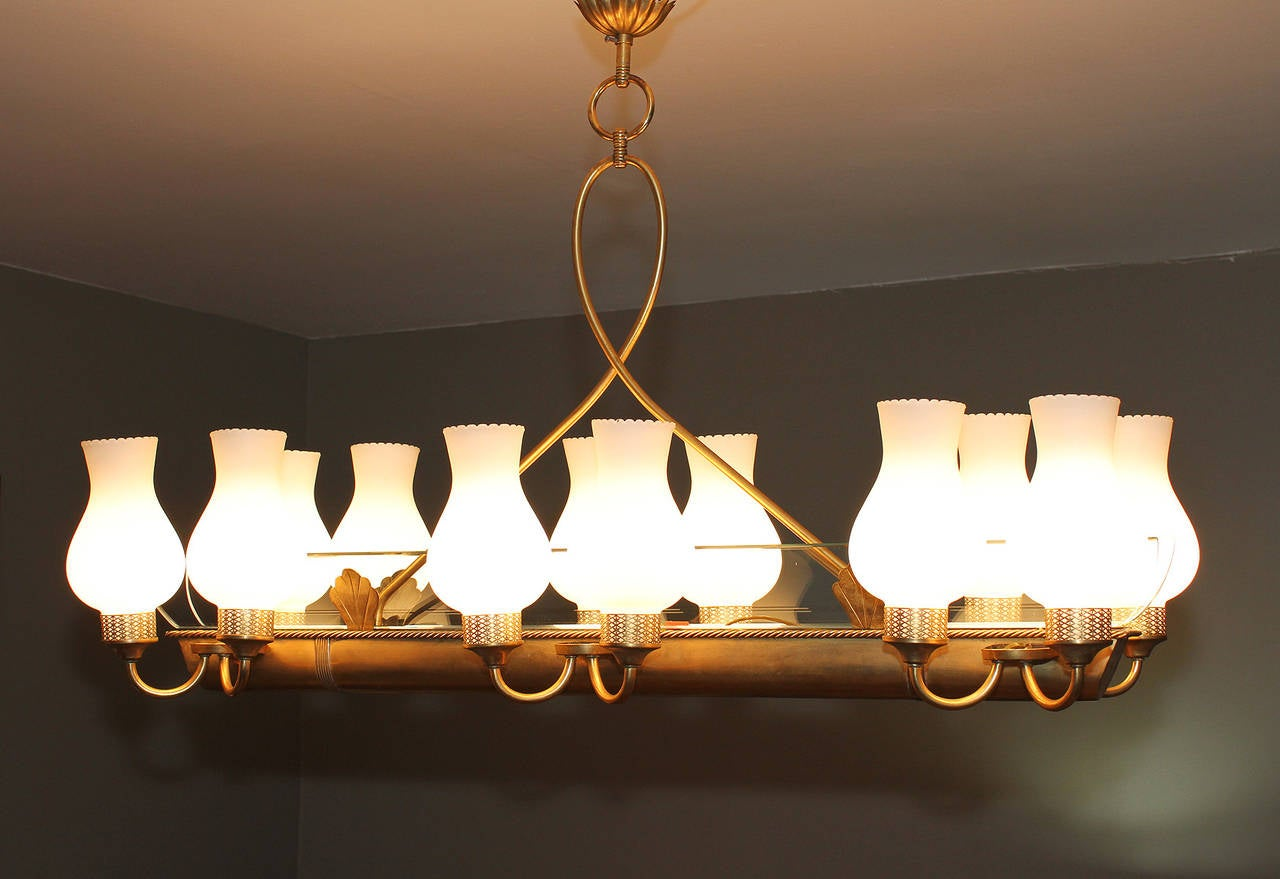 Mid-20th Century Very elegant French 1940 Brass Chandelier For Sale