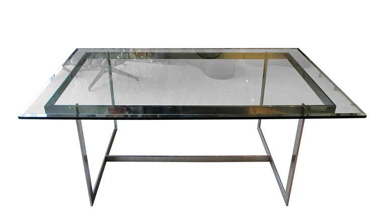 Beautiful glass and chrome dining table at 1stdibs for Beautiful glass dining tables