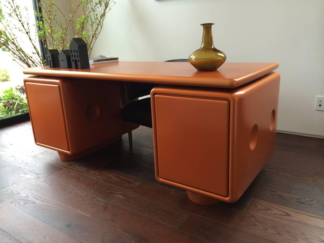 Mid-Century Modern Ernest IGL Jet Desk Used in Men in Black III, Limited Edition For Sale