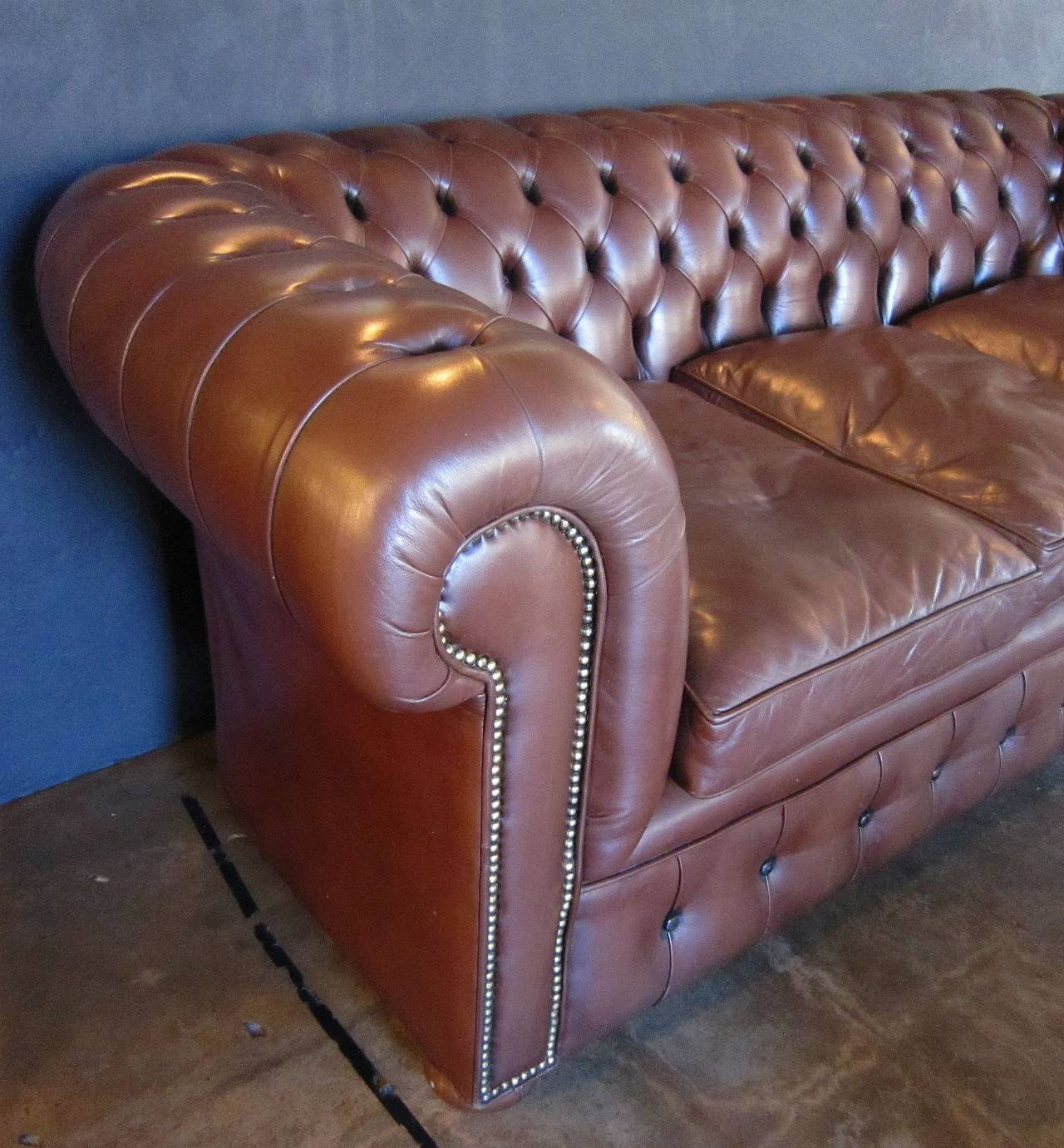 English Chesterfield Sofa of Tufted Leather For Sale 2