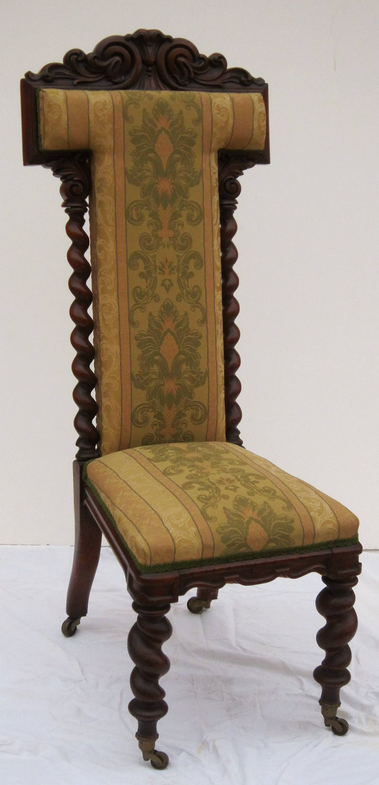 English Prayer Chair of Carved Walnut 3 - English Prayer Chair Of Carved Walnut For Sale At 1stdibs