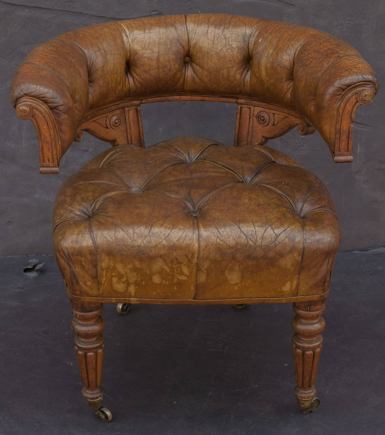 English Tufted Leather Desk Chair In Excellent Condition For Sale In Austin, TX
