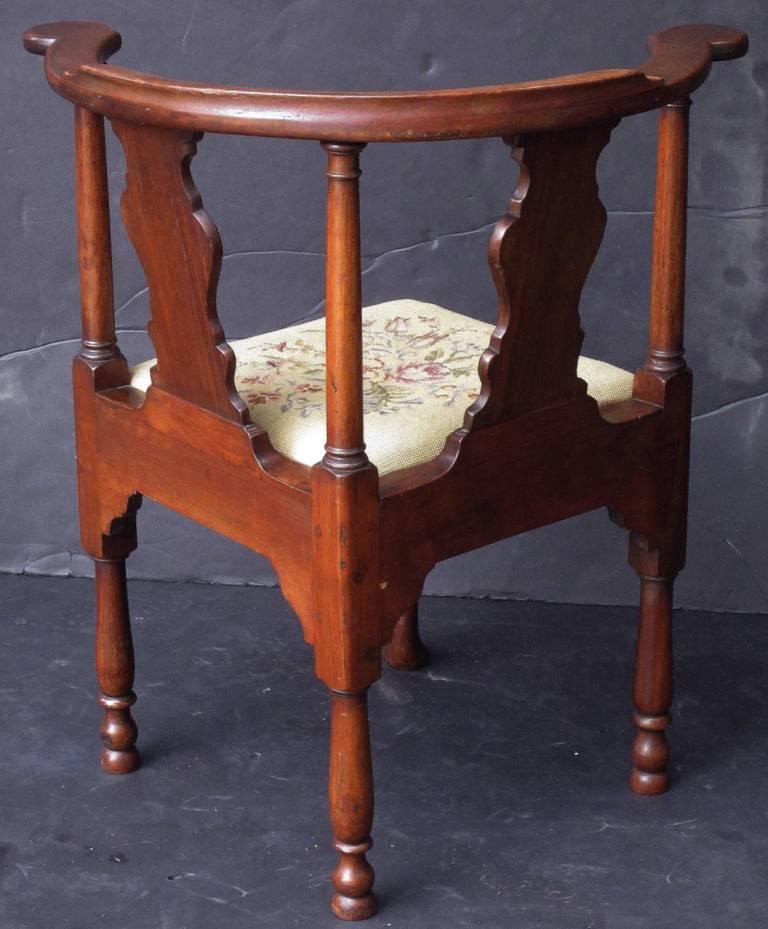 18th Century English Corner Chair from the Georgian Era For Sale