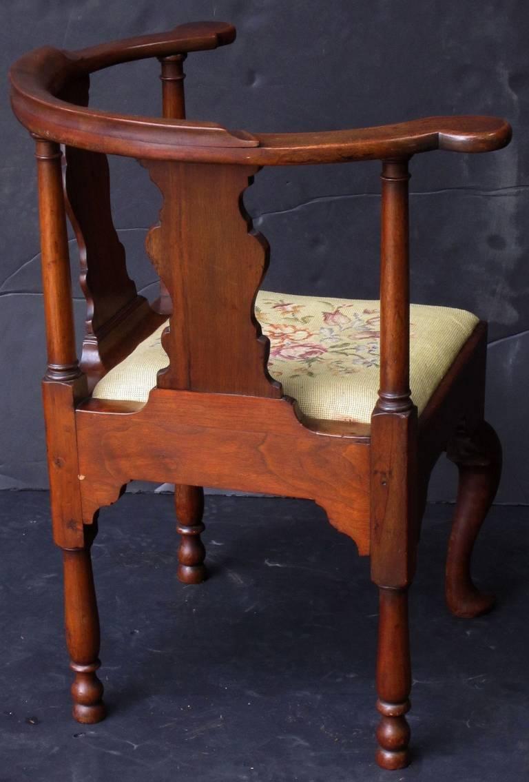 Mahogany English Corner Chair from the Georgian Era For Sale