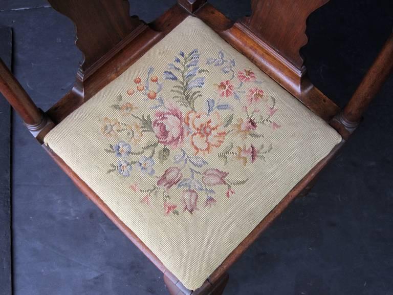 English Corner Chair from the Georgian Era For Sale 4