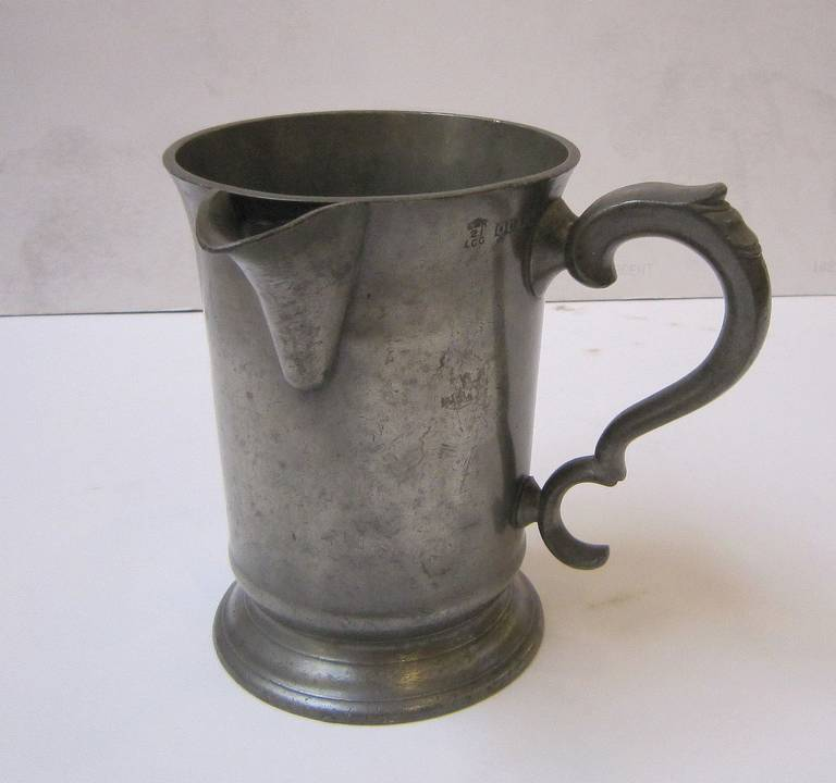 English Pewter Tankard or Flagon In Excellent Condition For Sale In Austin, TX