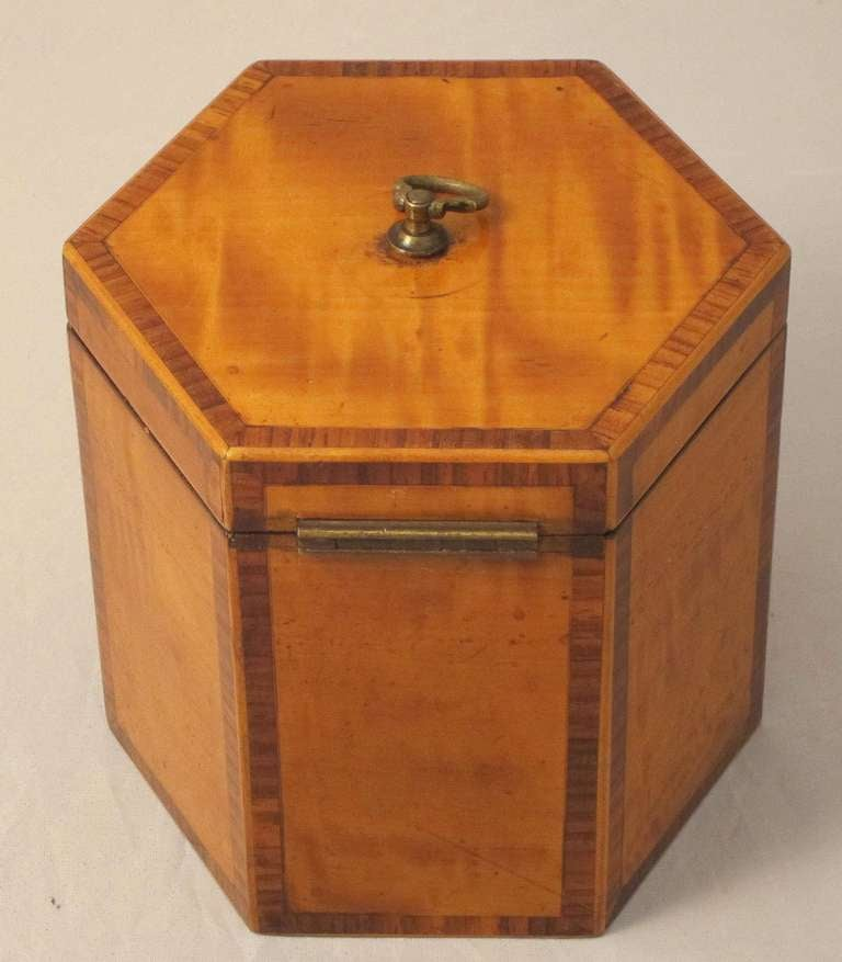 English Hexagonal Tea Caddy of Satinwood, circa 1790 In Excellent Condition For Sale In Austin, TX