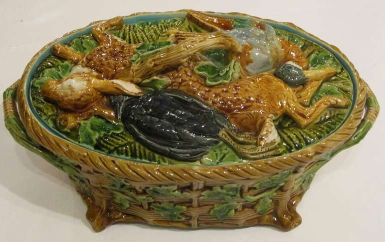 English Majolica Game Pie Tureen by Minton In Excellent Condition For Sale In Austin, TX