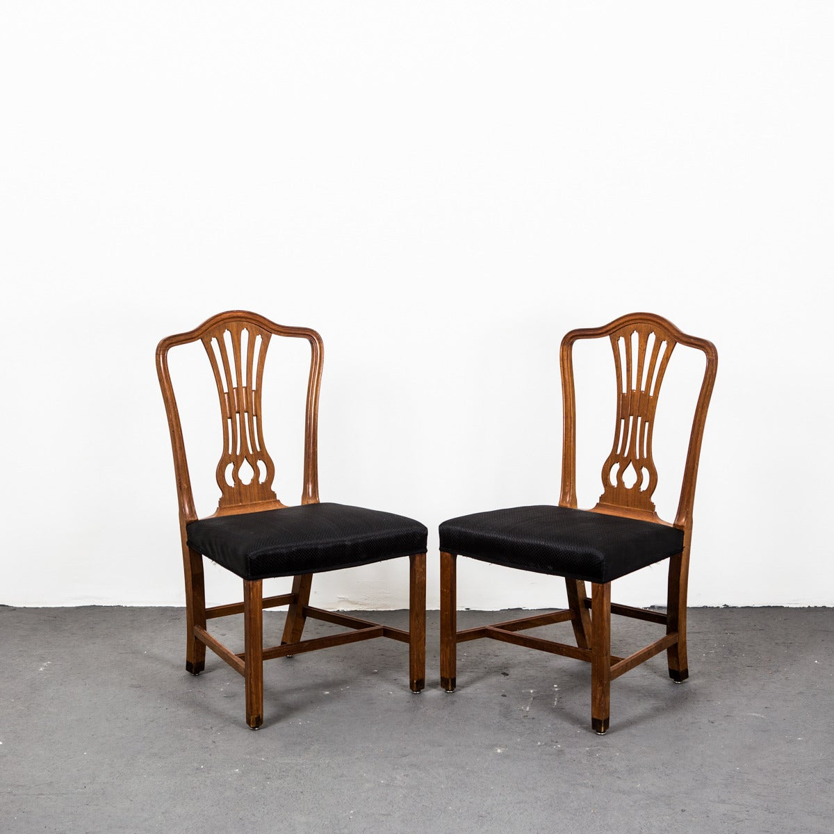 Set of six mahogany dining chairs for sale at 1stdibs for Mahogany dining room furniture