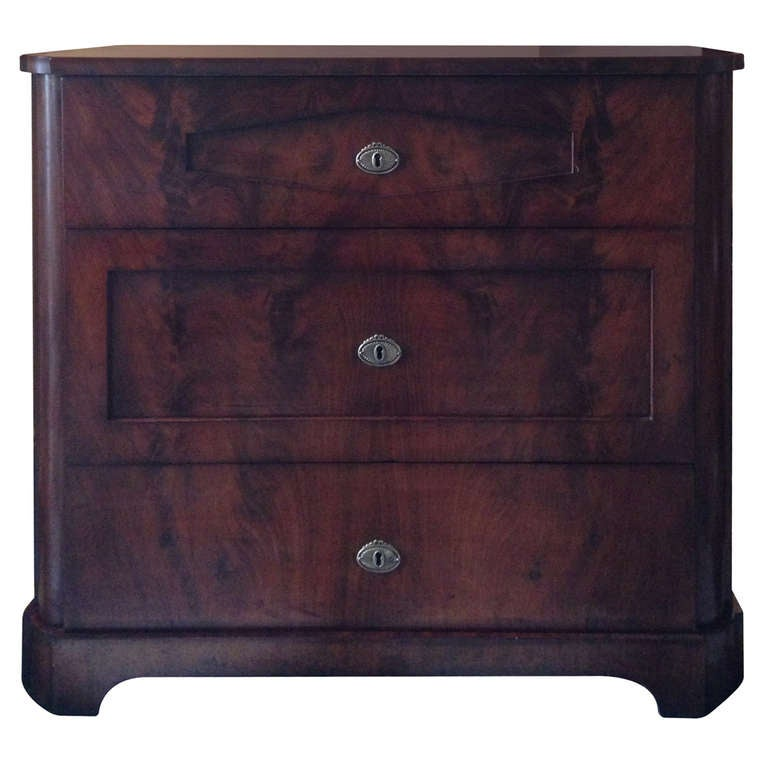 Empire Chest of Drawers in Mahogany For Sale