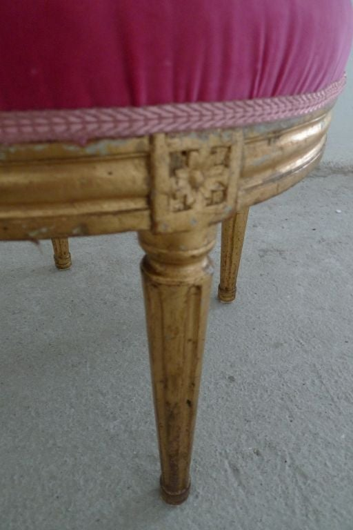 Round Swedish Gustavian Stool In Good Condition In New York, NY