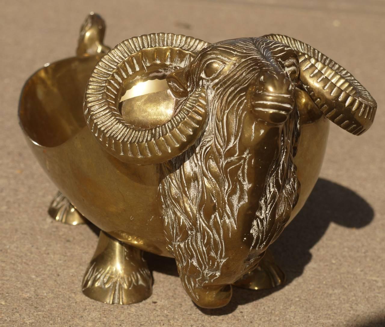 Unique Brass Oxen Bowl In Excellent Condition For Sale In Kilmarnock, VA