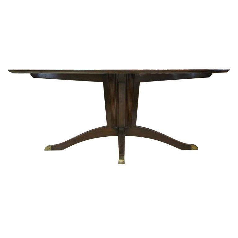 Italian 1930s mahogany pedestal oval dining table at 1stdibs for Oval pedestal dining table