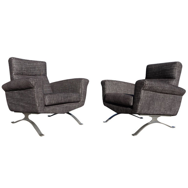 Pair of Modernist Club Chairs by Augusto Bozzi for Saporiti