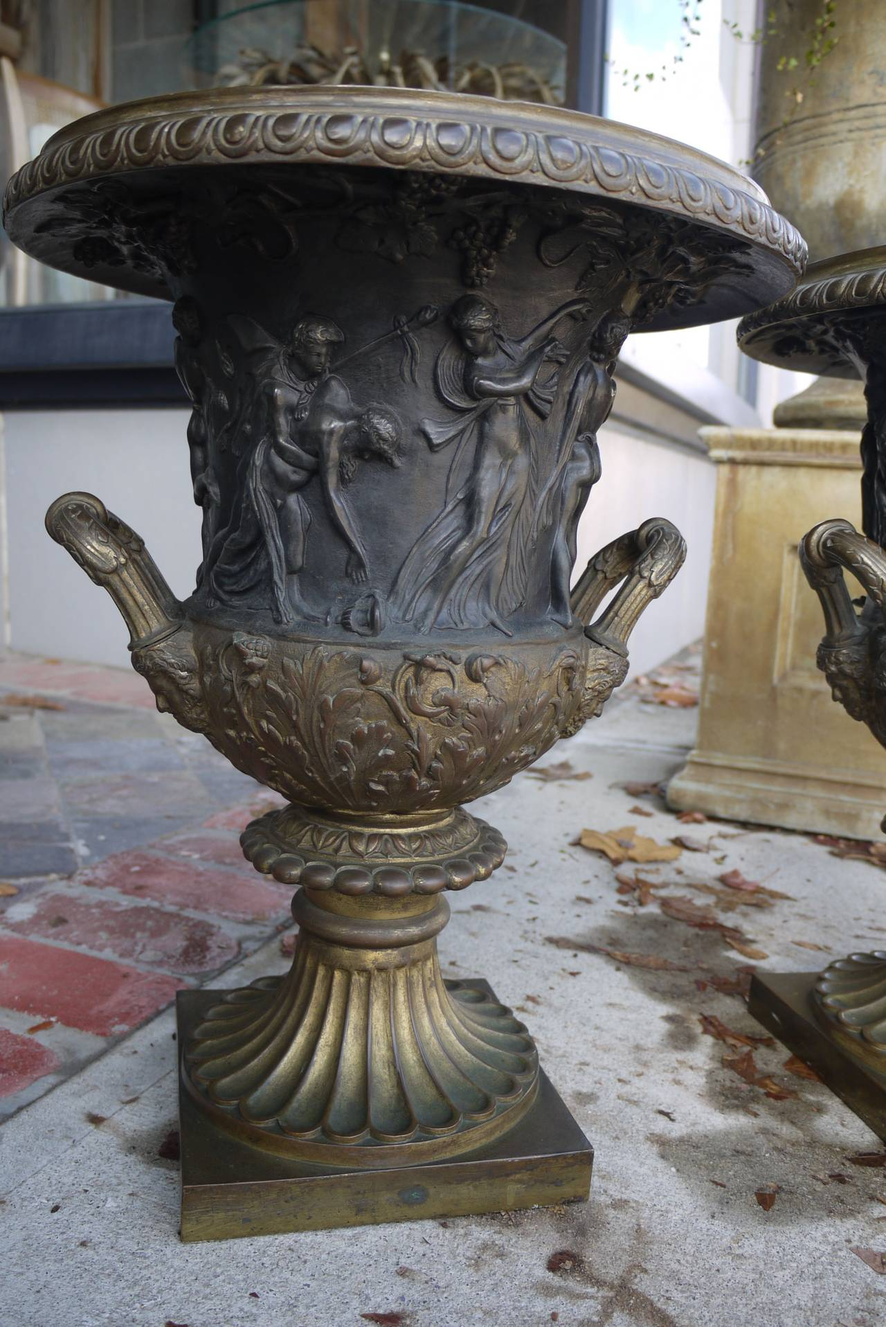 Pair of 19th Century Bronze Campana Urns After the Medici and Borghese Models In Excellent Condition For Sale In Kilmarnock, VA