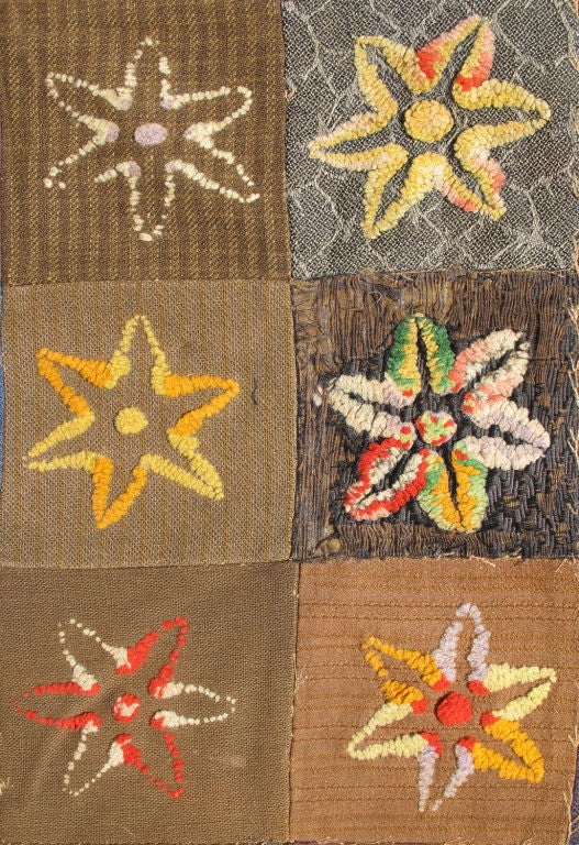 Colorful Antique American Quilt with Star-Shaped Floral Blossom Motifs In Good Condition For Sale In Atlanta, GA