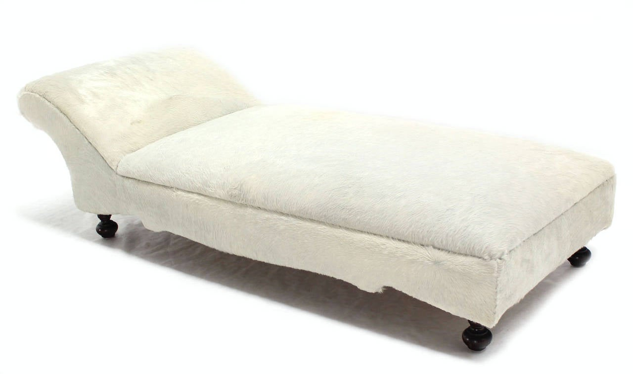 white chaise longue 28 images leather chaise longue in. Black Bedroom Furniture Sets. Home Design Ideas