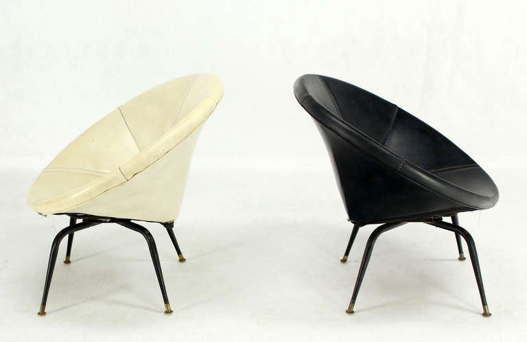 Pair Of Mid Century Modern Swivel Lounge Chairs At 1stdibs