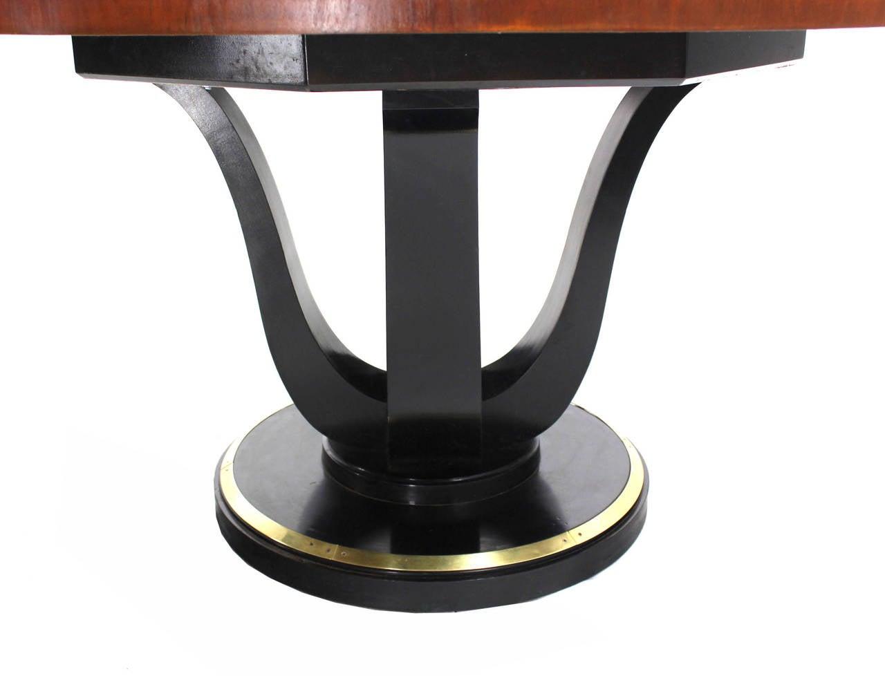 Henredon Single Pedestal Round Dining Table at 1stdibs : IMG0471l from www.1stdibs.com size 1280 x 978 jpeg 56kB