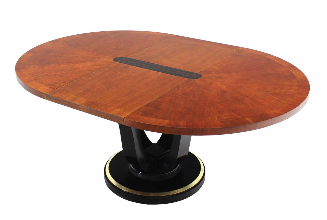 Henredon Single Pedestal Round Dining Table at 1stdibs : IMG0477l from www.1stdibs.com size 1280 x 864 jpeg 59kB
