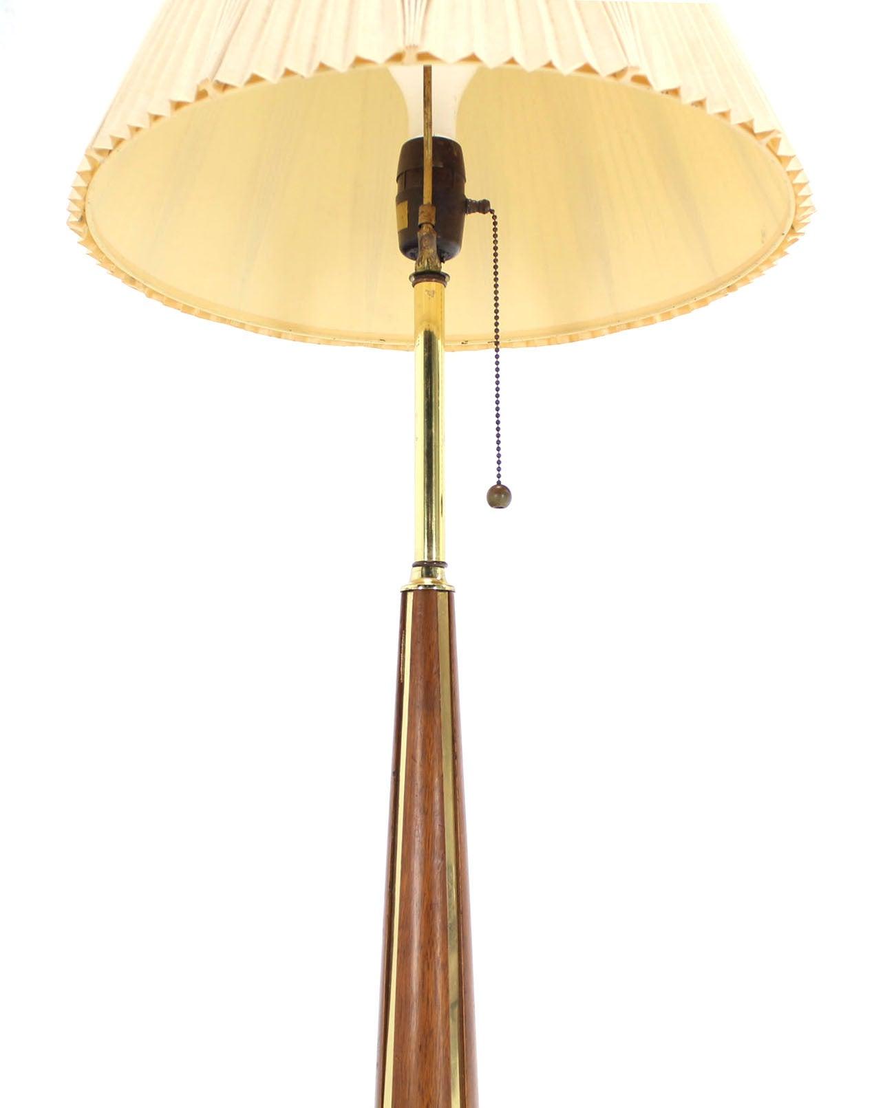 walnut and brass mid century modern floor lamp at 1stdibs. Black Bedroom Furniture Sets. Home Design Ideas